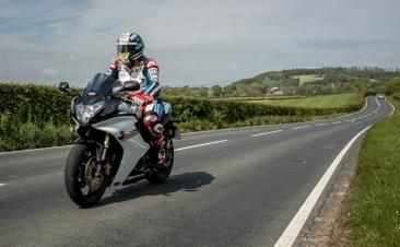 Dunlop regala cada mes tres juegos de neumáticos RoadSmart III para moto