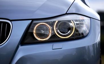 Las luces del coche causan cada vez más rechazos en la ITV