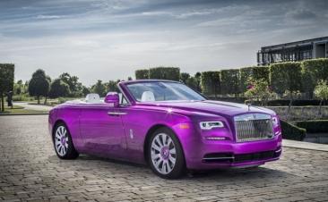 ¿Has visto alguna vez un Rolls Royce fucsia?