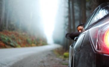Cuatro manías al volante que te pueden costar una multa