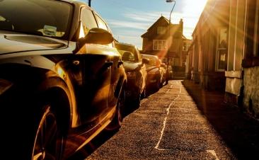 Consejos para proteger el coche si aparcas en la calle