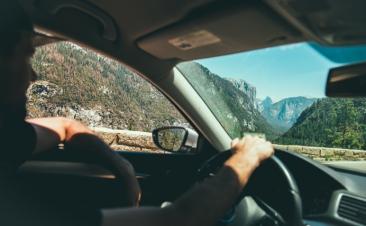 Cinco vicios al volante que deberías evitar