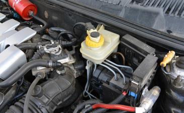Dos señales que indican que hay que cambiar el líquido de frenos
