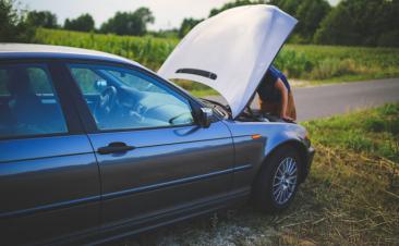 Las cuatro causas que suelen dejar tirado a un coche en carretera