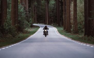 Cómo circular con seguridad entre motos