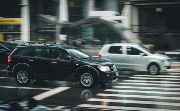 Sanciones que te pueden caer al conducir con lluvia