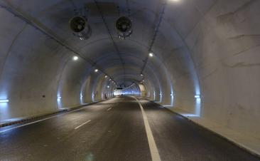 ¿Sabes cómo debes detenerte en un túnel si es necesario?