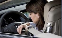Así es como debes sentarte en tu coche