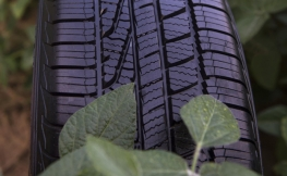 ¿Sabes por qué los neumáticos son de color negro?