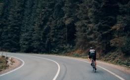 ¿Sabes cómo circular junto a ciclistas? Un repaso a las normas