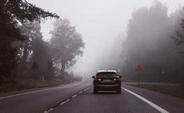 Así te pueden ayudar los neumáticos run on flat si te encuentras con niebla