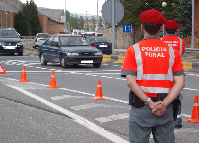 Policía Foral de Navarra durante un control