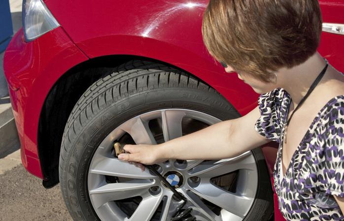 Los neumáticos, entre los elementos con más defectos en los coches