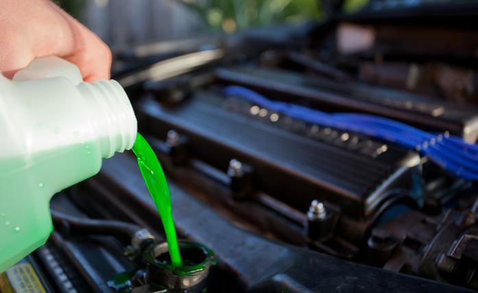 Es aconsejable utilizar líquido refrigerante para el motor